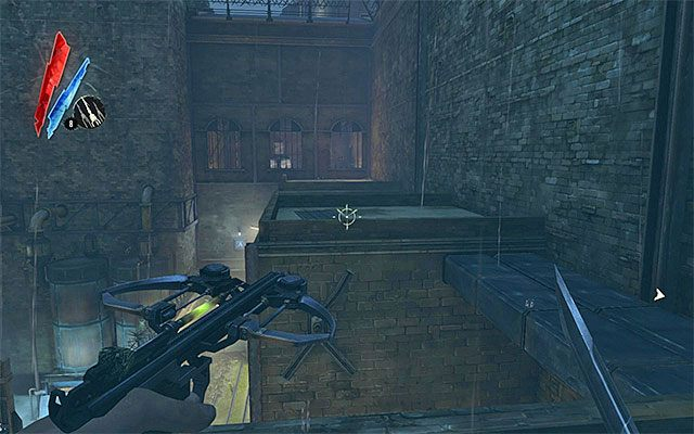 Jeśli zaś chodzi o eksplorację podwórza, proponuję rozpocząć od budynku zlokalizowanego po lewej stronie, do którego wnętrza możesz przedostać się przechodząc po okolicznych dachach (powyższy screen) - Zbadanie podwórza - Misja 2 - High Overseer Campbell - Dishonored - poradnik do gry