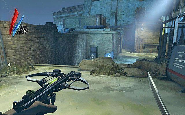 Proponuj� wreszcie zbada� budynek zlokalizowany na samym ko�cu podw�rza (powy�szy screen), czyli ten, przez kt�ry przechodzi si� z zamiarem dotarcia do dok�w - Zbadanie podw�rza - Misja 2 - High Overseer Campbell - Dishonored - poradnik do gry