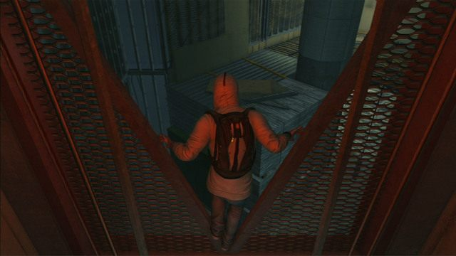 Stamt�d skocz w lewo na kana� wentylacyjny i biegnij dalej przed siebie, przeskakuj�c miedzy metalowymi fragmentami rusztowania - 5 - Pierwsze �r�d�o energii - Opis przej�cia - Assassins Creed III - poradnik do gry