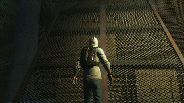 Aby wej�� jeszcze wy�ej, wdrap si� na przechylon� siatk�, a nast�pnie kieruj ca�y czas w prawo - 5 - Pierwsze �r�d�o energii - Opis przej�cia - Assassins Creed III - poradnik do gry