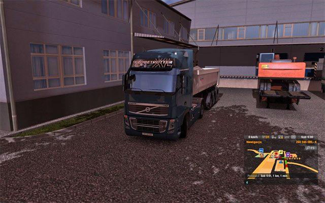 Po kliknięciu przyjmij zlecenie bez względu na to gdzie zlecenie się rozpoczyna automatycznie znajdujesz się w miejscu startu, w ciężarówce twojego tymczasowego pracodawcy, a do ciągnika siodłowego podłączona jest już przyczepa - Szybkie zlecenie - Rynek pracy - Euro Truck Simulator 2 - poradnik do gry