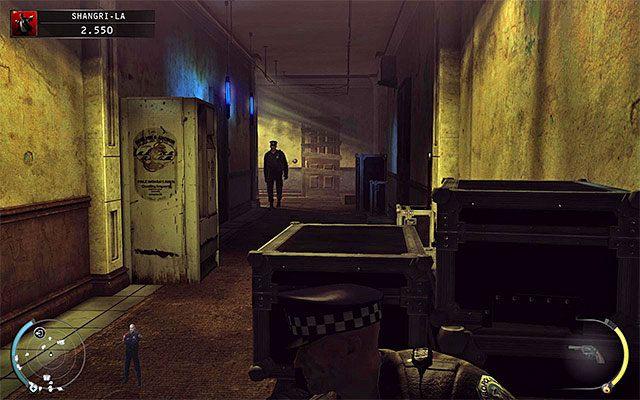 Niezależnie od wybranego wcześniej przejścia dotrzesz do nowej części budynku, składającej się z kilku pomieszczeń połączonymi wspólnymi korytarzami - Dotarcie do windy (Shangri-La) - 4 - Uciekaj, by przeżyć - Hitman: Rozgrzeszenie - poradnik do gry