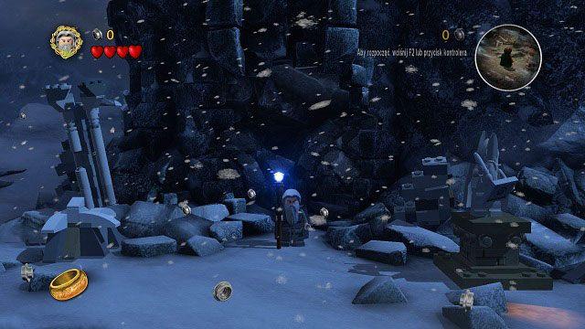 Jak w kilku poprzednich misjach, tak i tym razem mamy do dyspozycji dwie grupy podr�nik�w - Ob�askawienie Golluma - Opis przej�cia - Akt II - LEGO The Lord of the Rings: W�adca Pier�cieni - poradnik do gry