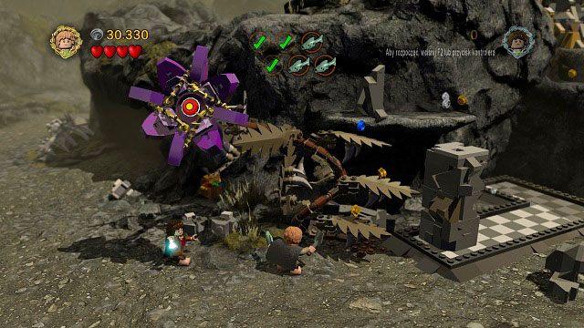 Aby dostać się dalej, Sam będzie musiał zasadzić roślinkę a następnie przepchnąć kolumnę tak, aby możliwe było wykorzystanie jej jako podestu - Obłaskawienie Golluma - Opis przejścia - Akt II - LEGO The Lord of the Rings: Władca Pierścieni - poradnik do gry