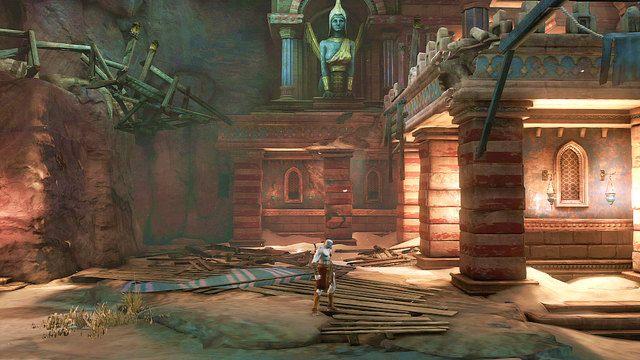 Odszukaj teraz nadkruszon� kolumn� stoj�c� tu� pod zdobionym pomnikiem (w pobli�u zawalonego mostu, po kt�rym pr�bowa�e� wcze�niej przebiec) - Zerwany most, zagadka z walcem i Meduza - Pocz�tek wioski (2) - God of War: Ascension - poradnik do gry