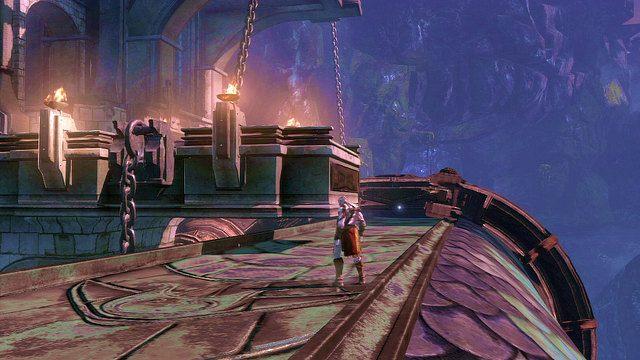 Posuwając się dalej zeskocz na olbrzymiego węża (pomost z łusek) i zniszcz metalowy pas go oplatający - 6 - Zbiornik - God of War: Ascension - poradnik do gry