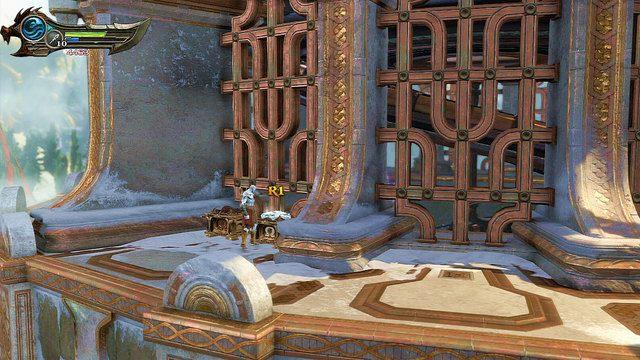 Gdy dojdziesz do ściany po lewej znajdziesz czerwoną skrzynię oraz białą z okiem Gorgony - 6 - Zbiornik - God of War: Ascension - poradnik do gry