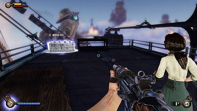 Na górnym piętrze znajdziesz sole oraz wyrwę z apteczkami, które mogą przydać się po walce - Uruchom gondolę na Żołnierskim Polu - Rozdział 12 - Wróć na Plac Sali Bohaterów - BioShock: Infinite - poradnik do gry