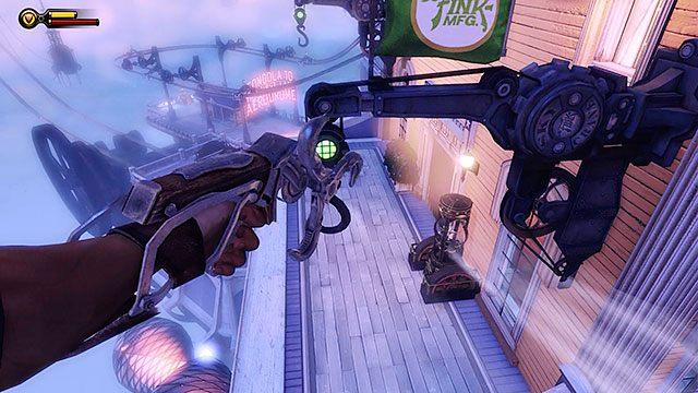 Za pomoc� wst�g, dosta� si� na balkon hotelu, stoj�cego mniej wi�cej na �rodku promenady (mi�dzy lodziarni� a stacj� gondoli) - Uruchom gondol� na �o�nierskim Polu - Rozdzia� 12 - Wr�� na Plac Sali Bohater�w - BioShock: Infinite - poradnik do gry