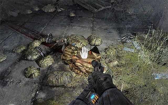 Zbadaj zwłoki, przy których powinien ustawić się Paweł, odnajdując trochę amunicji oraz kolejny filtr - Podążaj za Pawłem do Stacji Teatr   Rozdział 8 - Echo - Metro: Last Light - poradnik do gry