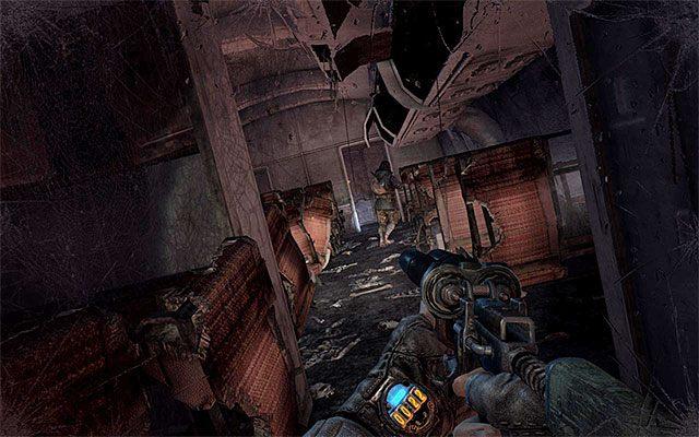 Na początek skieruj się w lewo, odnajdując leżący na podłodze filtr - Podążaj za Pawłem do Stacji Teatr   Rozdział 8 - Echo - Metro: Last Light - poradnik do gry