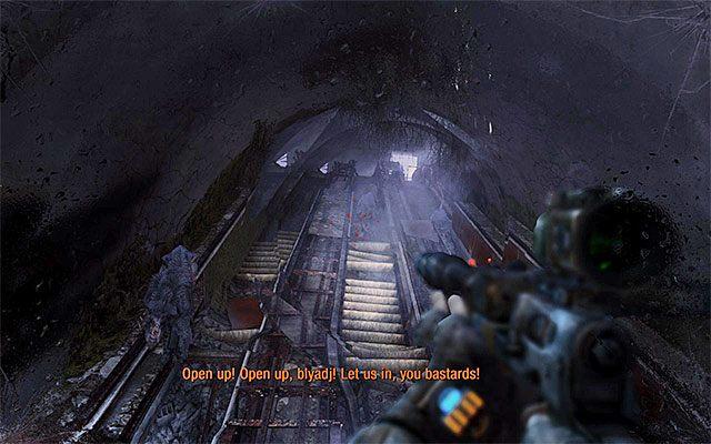 Po skorzystaniu ze schod�w odwr�� si� i zacznij atakowa� zmierzaj�ce w wasz� stron� mutanty, najpierw u�ywaj�c broni dobrych na d�ugi dystans i nast�pnie strzelby lub innej pukawki skutecznej na kr�tkim dystansie - Pod��aj za Paw�em do Stacji Teatr - Rozdzia� 8 - Echo - Metro: Last Light - poradnik do gry