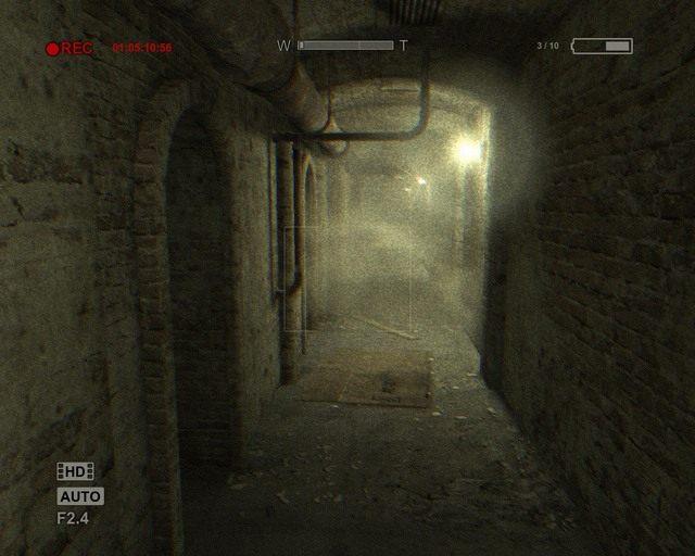 Długi korytarz, skręć dopiero w trzecią odnogę - Sewer - Solucja - Outlast - poradnik do gry