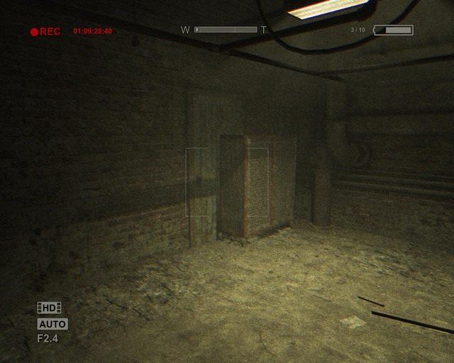 Zatarasowane drzwi, które musisz sobie otworzyć - Male Ward - Solucja - Outlast - poradnik do gry