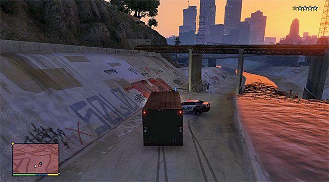 Gra wkrótce przyzna ci kontrolę nad Michaelem kontrolującym dużą furgonetkę (Vapid Benson) - 16 - Robótka u jubilera - wariant sprytny (Smart) | Wątek główny - GTA V - poradnik do gry