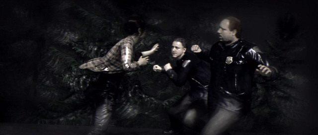 Walka z policjantami na dachu pociągu - Ścigana - Solucja - Beyond: Dwie Dusze - poradnik do gry