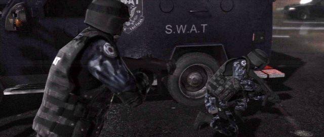 Kontrolowani policjanci mogą zabić swoich współtowarzyszy - Ścigana - Solucja - Beyond: Dwie Dusze - poradnik do gry