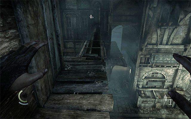 Górne kładki pozwalają na opuszczenie okolicy bez ponoszenia ryzyka - Pierwsza część podróży do wieży zegarowej - Rozdział 1 (Blokada - Lockdown) - Thief - poradnik do gry