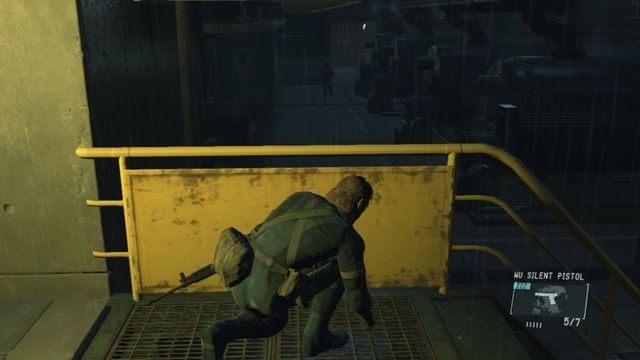 Uważaj na strażnika na niższym poziomie - Uwolnij Paz - Opis przejścia - Metal Gear Solid V: The Phantom Pain - poradnik do gry