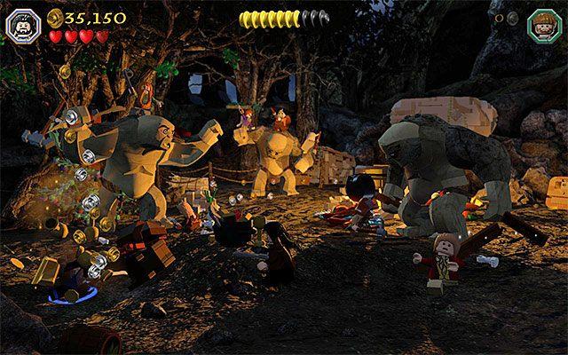 W obozowisku jest wiele obiektów nadających się do zniszczenia - Etap 4 (Roast Mutton) - Bitwa z trollami | Opis przejścia - LEGO The Hobbit - poradnik do gry