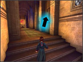 (SEKRET 2/12) Skręć w prawo i biegnąc cały czas obserwuj prawą ścianę - zauważysz wciśniętą cegłę na ścianie - W drodze do pokoju - Powitanie - Harry Potter i Komnata Tajemnic - poradnik do gry