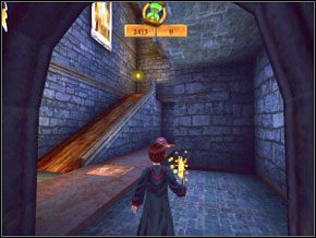 Biegnij do sali z ognistym krabem, ogłusz go zaklęciem, a za pomocą Flipendo wepchnij na dziurę w podłodze - wtedy drzwi się otworzą - Sala Treningowa Rictusempry - Nauka Rictusempry - Harry Potter i Komnata Tajemnic - poradnik do gry