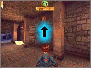 (SEKRET 6/7) Obok książki z zapisem gry, po prawej na ścianie jest symbol zaklęcia Flipendo - gdy wciśniesz symbol, otworzy się tajny pokój ze srebrną kartą (5) - Sala Treningowa Rictusempry - Nauka Rictusempry - Harry Potter i Komnata Tajemnic - poradnik do gry