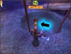 Spójrz do dziury - zobaczysz mały portret Lockharta - Sala Treningowa Rictusempry - Nauka Rictusempry - Harry Potter i Komnata Tajemnic - poradnik do gry