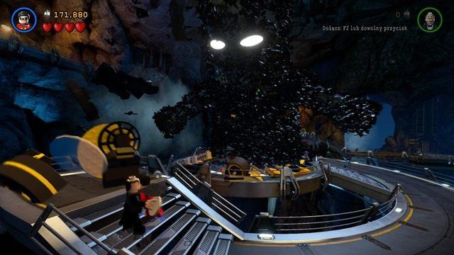 Podczas walki będziesz musiał powtarzać ten krok trzykrotnie - Kontrolowany Batman - Bossowie i taktyki - LEGO Batman 3: Poza Gotham - poradnik do gry
