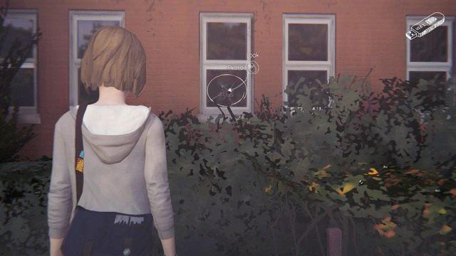 Kolejne zdjęcie będziesz mógł wykonać w momencie kiedy ostrzeżesz Alyssę przed nadlatującą piłką - Zdjęcia | Epizod 1 - Chrysalis - Life is Strange - poradnik do gry