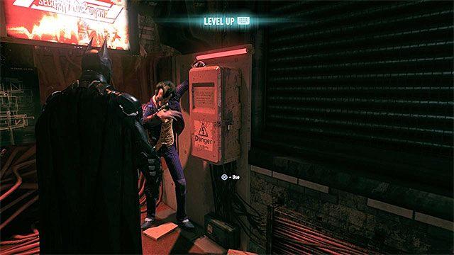 Bitwa ta zakończy się w momencie gdy jeden z czołgów spróbuje przebić się przez ścianę oddzielającą tunel od okupowanego bocznego pomieszczenia - Wyeliminowanie wrogów przebywających w tunelach - Główny wątek fabularny - Batman: Arkham Knight - opis przejścia