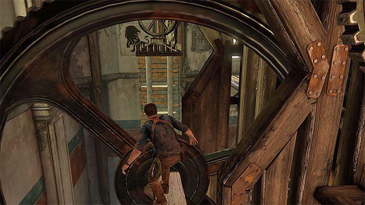 Zignoruj zębatki prowadzące ku wyższym poziomom wieży i zamiast tego ustaw się na pokazanej na powyższym obrazku wystającej z półki drewnianej belce - 11 - Najciemniej pod latarnią - Opis przejścia - Uncharted 4: A Thiefs End - poradnik do gry