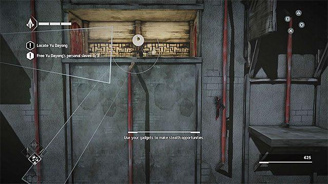 Wykorzystaj wąskie przejście przy suficie, odczekaj na odpowiedni moment żeby wylądować na niższym poziomie i schowaj się za jednym z nowych słupów - Sekwencja 4 - Łowca niewolników (The Slaver) - Assassins Creed Chronicles: China - poradnik do gry