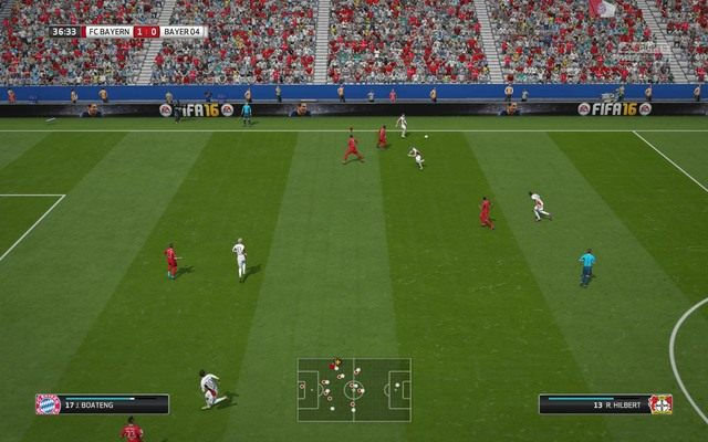 W przypadku kłopotów z przerwaniem akcji warto skorzystać także z pomocy drugiego zawodnika - umożliwi to przede wszystkim zepchnięcie akcji ofensywnej do boku i osaczenie przeciwnika, który albo straci piłkę, albo też wybije ją na aut - Zaawansowane zagrania obronne - Obrona - FIFA 16 - poradnik do gry