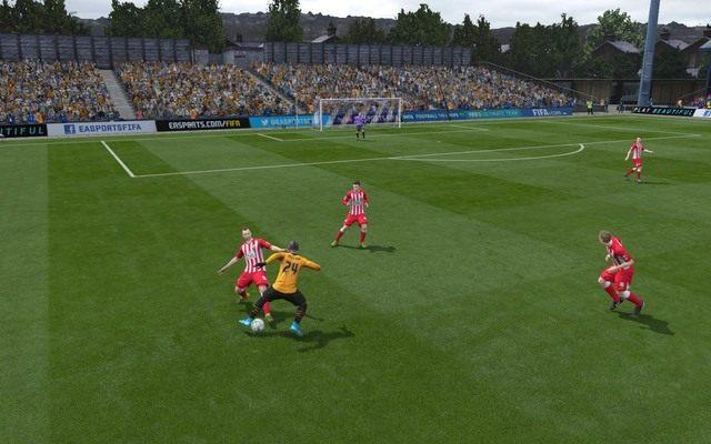 Wślizg to bardzo ryzykowna, choć jednocześnie skuteczna opcja powstrzymania akcji przeciwnika - konieczne staje się jednak odpowiednie oszacowanie szans na przerwanie akcji tym sposobem - Podstawowe zagrania - Obrona - FIFA 16 - poradnik do gry