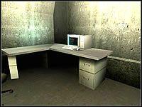 W jego wnętrzu znajdziesz komputer - włam się do niego, by wykonać zadanie #1 - Misja 04 - Janus Knife - Suma Wszystkich Strachów - poradnik do gry