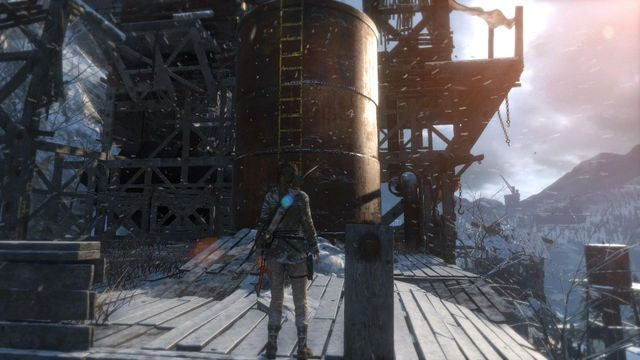 Wespnij się po drabinie na wielki zbiornik i przeskocz ze zbiornika do krawędzi wyższego poziomu - Dotrzyj do wejścia do kopalni | Znów sama - Rise of the Tomb Raider - poradnik do gry