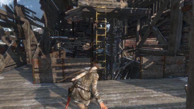 Po zabiciu strażnika przeskocz na żółtą drabinkę i wspinaj się wyżej, aby dojść do kolejnego piętra huty - Dotrzyj do wejścia do kopalni   Znów sama - Rise of the Tomb Raider - poradnik do gry