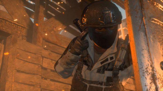 Ostatnia część walki to atak ze strony trzech wyposażonych w ciężkie tarcze przeciwników - Dołącz do Jacoba   Znów sama - Rise of the Tomb Raider - poradnik do gry