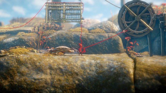By pozbyć się kolejnego kraba, naciągnij mechanizm z pętlą do góry, a potem poluzuj blokadę, by klatka spadła na ofiarę - Poziom 2 - The Sea - Opis przejścia - Unravel - poradnik do gry
