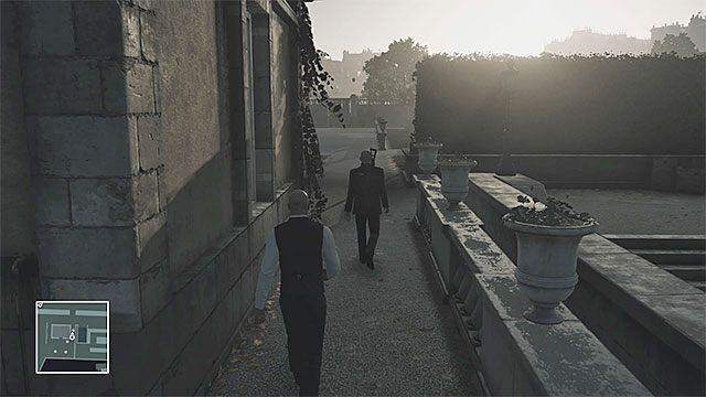 Możesz ogłuszyć jednego z ubranych na czarno ochroniarzy i zabrać jego strój - Infiltracja pałacu | Paryż - The Showstopper - Hitman - poradnik do gry