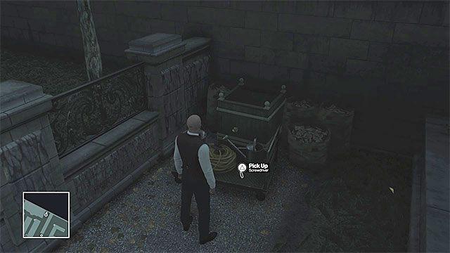Jeden ze śrubokrętów leży na ziemi w północnej części ogrodów - Zamordowanie Viktora Novikova | Paryż - The Showstopper - Hitman - poradnik do gry