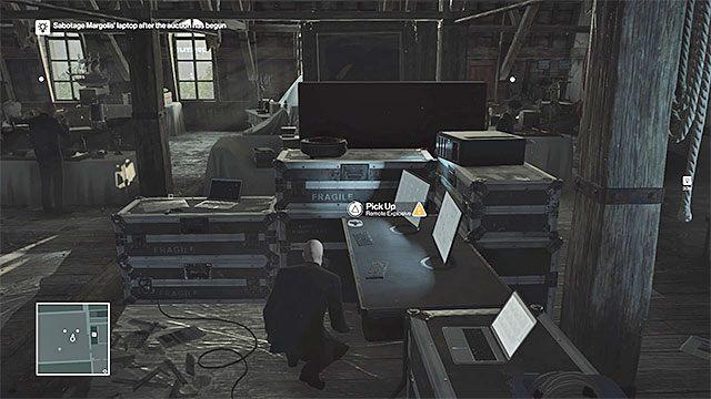 Cel podróży to południowo-zachodnia część strychu, a więc obszar z monitorami i całym wyposażeniem służącym do monitorowania przebiegu aukcji - Zamordowanie Dalii Margolis | Paryż - The Showstopper - Hitman - poradnik do gry