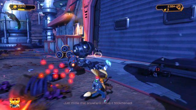 W oddali będzie widać wejście do hangaru - Planeta Veldin - Opis przejścia - Ratchet & Clank - poradnik do gry