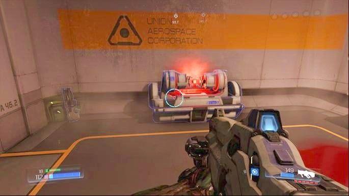 Idąc cały czas prosto dojdziesz do pomieszczenia z panelem, którego musisz użyć to odblokowania dalszego przejścia - Kompleks Badań | Opis przejścia - Doom - poradnik do gry