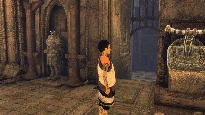 Zbroja ożywi się gdy tylko pociągniesz za dźwignię - Podniesienie bramy przygniatającej ogon Trico - The Last Guardian - poradnik do gry