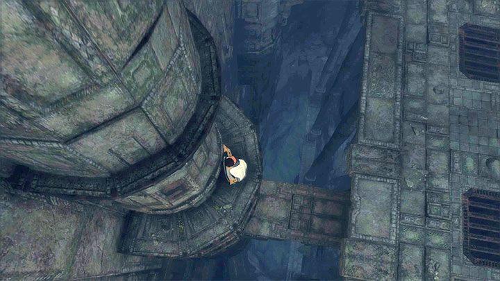 Dotrzyj na główny poziom pierwszej sali - Przejście przez dwie sale z obracającymi się strażnikami - The Last Guardian - poradnik do gry
