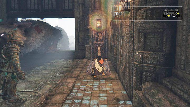 Musisz dotrzeć do pokazanego na obrazku uchwytu - Przejście przez dwie sale z obracającymi się strażnikami - The Last Guardian - poradnik do gry