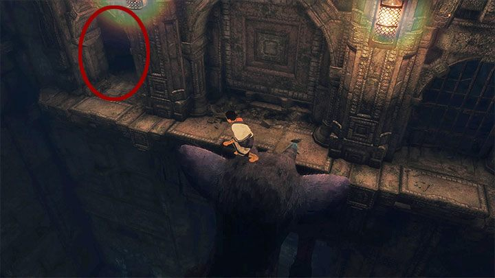 Małe przejście jest przy suficie w lewnym narożniku drugiej sali - Przejście przez dwie sale z obracającymi się strażnikami - The Last Guardian - poradnik do gry