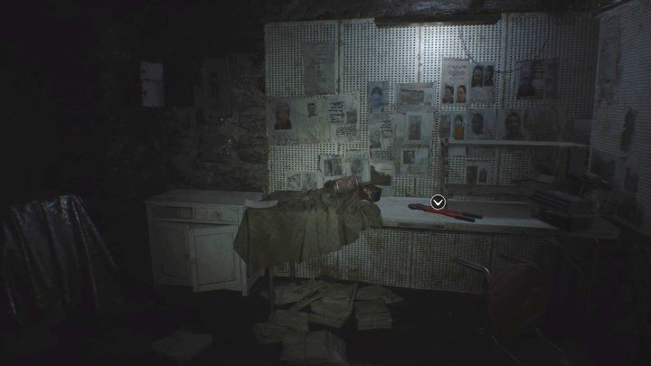 Obcęgi przydadzą się do zniszczenia łańcucha blokującego drzwi - Pensjonat (Guest house) - Resident Evil VII: Biohazard - poradnik do gry